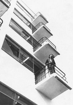 Otti Berger on the Balcony of the Bauhaus in Dessau in 1930 Walter Gropius, Corporate Design, Cover Design, Rotterdam, Städel Museum, Bauhaus Architecture, Bauhaus Interior, Layout Design, Design Design