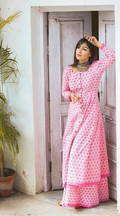 Stylish Suit, Stylish Dresses, Fashion Dresses, Indian Wedding Outfits, Indian Outfits, Basic Wear, Plain Dress, Desi Clothes, Designs For Dresses