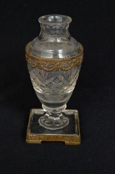 Vaso em cristal baccarat ricamente lapidado e facetado, acondicionado em bronze ormulu decorado com