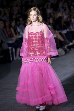 Molly Goddard's AMAZING collection Fashion Shoot, Runway Fashion, Crinoline Dress, 2014 Fashion Trends, Frocks For Girls, Flower Girl Dresses, Prom Dresses, Thrift Fashion, Contemporary Fashion