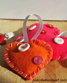 Felt Valentines Day hearts -- a fun, simple sewing project kids can make!