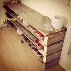 Meuble Chaussure Palette : DIY shoe shelves thinking it could be a bench too. DIY shoe shelves thinking it could be a Shoe Shelf Diy, Diy Shoe Rack, Shoe Shelves, Pallet Shelves, Shelving, Pallet Shoe Racks, Dyi Shoe Storage, Storage Ideas, Dvd Storage
