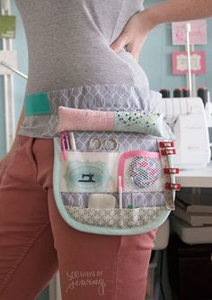Sewing tool belt days of sewing) - Nähen - Easy Sewing Sewing Caddy, Sewing Aprons, Sewing Kit, Sewing Tools, Free Sewing, Sewing Tutorials, Sewing Crafts, Bag Patterns To Sew, Sewing Patterns