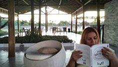 #fimdesemana #sossego #paz #tranquilidade #leitura #livro #livros #jojomoyes #aldeia #desafiofotográfico #desafioprimeira (06.09 - o que tem pra hoje) Fim de tarde na melhor companhia do mundo... livrinho lindo da Jojo Moyes