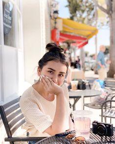 """Sophie ♡ on Instagram: """"»Domingo feliz 😊 y hay NUEVO VIDEO  en el canal! Si ya lo vieron, qué opinan de que vuelvan ese tipo de videos? 👇🏻"""" Foto Instagram, Instagram Story, Instagram Ideas, Sophie Giraldo, Creative Instagram Stories, Photography, Videos, Ootd, Clothes"""