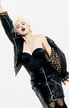 Platinum blonde Madonna in Louis Vuitton leather and her own bustier photographed by Alberto Tolot in 1986 Madonna Outfits, Madonna Costume, Madonna Fashion, Lady Madonna, 80s Rock Fashion, Madonna True Blue, Divas Pop, Madonna Pictures, Shot Hair Styles