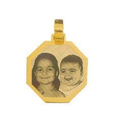 Pingente de Ouro com foto gravada / Fotogravação 18.3mm x 18.3mm http://www.luxjoias.com/pingente-ouro-foto-c-121_192.html