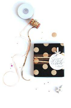 DIY Christmas gift wrapping paper on the blog today! Black, white and kraft gift wrapping - DIY Papel de regalo navideño en el blog! Envoltorios para regalos en blanco, negro y kraft! - 53 Countesses