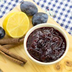 Confettura di prugne, limone e cannella #confettura #prugne #limone #cannella #microonde #estate #ricettafacile #ricettaveloce #ricettavegetariana