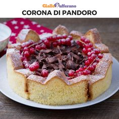 CORONA DI PANDORO is a quick and easy idea to serve Pandoro in an original and delicious way. You can stuff it with a cream or a chocolate ganache and decorate it with chocolate chips and red fruits. Xmas Food, Christmas Desserts, Christmas Treats, Sweet Recipes, Cake Recipes, Dessert Recipes, Panettone Rezept, Charlotte Cake, Decoration Patisserie