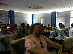 Alejandro nos despertó a todos con sus trucos, que pedazo de lider.... http://yvolveraempezar.com/blog