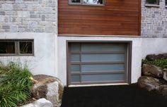 Porte de garage Garex / Modèle Panoramique personnalisé / Couleur peinturé sablon / Fenêtres laminées blanches / www.garex.ca