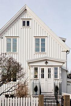 Lundin Fastighetsbyrå - Kålltorp - i toppskick Scandinavian Cottage, Swedish House, Home Decor Trends, Cottage Style, Future House, Bradford, Cabin, Architecture, House Styles