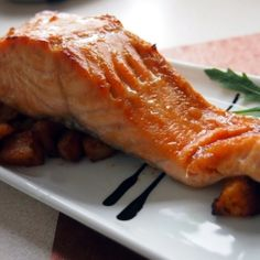 Grilled salmon with honey glaze by Dzi