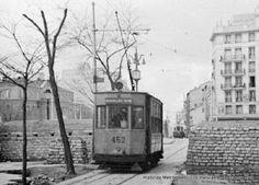 San Bernardo. Tranvía llegando por la calle de Carranza a la glorieta de Ruiz Jiménez  Read more: http://historias-matritenses.blogspot.com/2016/07/los-tranvias-de-madrid-en-la-guerra.html#ixzz4Kbrkfx4b
