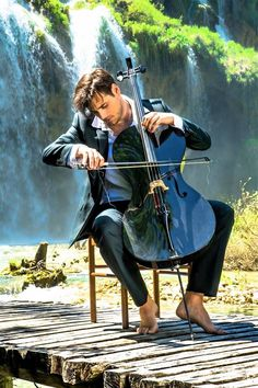 Aww it's Stjepan I would love something like this as a senior picture- so beautiful.