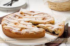 Crostata crema e amarene, una ricetta semplice con crema pasticcera e amarene e ho aggiunto anche un po' di cioccolato. Un dolce facile, rustico e buono