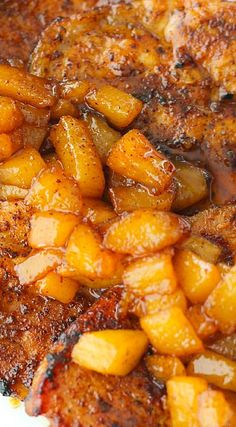 Cinnamon Pork Chops with a Spiced Pear Chutney Chutney Recipes, Brown Sugar Pork Chops, Apple Pork Chops, Pork Rib Recipes, Pear Recipes, Pork Meals, Jelly Recipes, Greek Recipes, Entrees