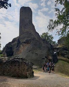 Nenapadá vás, kam si zajet udělat krásný výlet? A co české hrady? Ukážeme vám 30 nejkrásnějších hradů v ČR, které stojí za to navštívit. Mount Rushmore, Mountains, Nature, Travel, Instagram, Viajes, Traveling, Nature Illustration, Off Grid