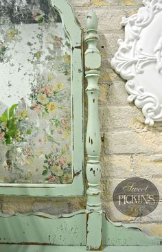 Floral Acid Mirror by Sweet Pickins floral acid mirror by sweet pickins, decoupage, how to, painted furniture, shabby chic. Casas Shabby Chic, Shabby Chic Mode, Shabby Chic Stil, Estilo Shabby Chic, Shabby Chic Living Room, Shabby Chic Bedrooms, Small Bedrooms, Guest Bedrooms, Shabby Chic Mirror