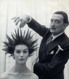 Salvador Dali, 1957.  Vanguardista !