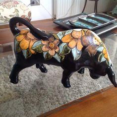 Beautiful Pencil Drawings, Cow Parade, Hacienda Style, Ceramic Animals, Animal 2, Visual Diary, Arte Popular, Ceramic Painting, Cows