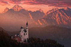 Red morning above the castle by Daniel Řeřicha on 500px