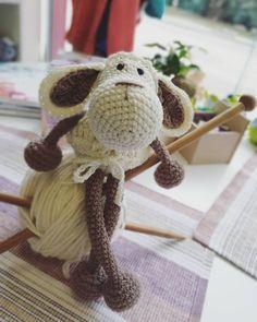 🌸🐑🌸 #amigurumis #amigurumitoys #amigurumi #toys #crochettime #lovecrochet #bhooked #crochetaddict #moderncrochet #loveamigurumi #sheep… Modern Crochet, Love Crochet, Amigurumi Toys, Sheep, Crochet Necklace, How To Make, Handmade, Instagram, Hand Made