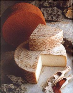 Queso majorero (Fuerteventura, Spain) Fromage Cheese, Queso Cheese, Creamy Cheese, Types Of Cheese, Milk And Cheese, Wine Cheese, Cheese Tasting, Cheese Lover, Spanish Cheese