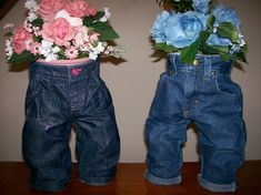 Planter made from toddler jeans Toddler Jeans, Baby Jeans, Mom Jeans, Diy Old Jeans, Recycle Jeans, Flower Pot People, Rustic Planters, Garden Planters, Garden Yard Ideas