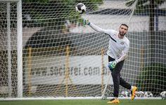Goleiros do Santos treinam passes para melhorar jogo com os pés  http://santosjogafutebolarte.comunidades.net/seu-placar-de-santos-x-agua-santa