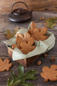 Autumn/ Fall These autumn leaf cookies look so yummy! Graham Cookies, Cookie Images, Autumn Cozy, Autumn Fall, Autumn Tea, Autumn Feeling, Autumn Coffee, Galletas Cookies, Autumn Aesthetic