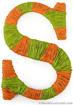Tutorial for creating decorative striped letters with jute rope