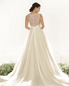2015-wedding-dresses-Veluz-Anthea-back
