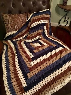 Ravelry: Project Gallery for Granny's Baby Log Cabin Blanket pattern by Deborah Ellis Crochet Quilt Pattern, Crochet Ripple Blanket, Crochet Motifs, Granny Square Crochet Pattern, Crochet Squares, Crochet Blanket Patterns, Knit Or Crochet, Crochet Granny, Crochet Stitches