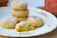 crustycorner: Dýňové koblížky z trouby Kitchen Hacks, Doughnut, Great Recipes, Donuts, Cake Recipes, Muffin, Food And Drink, Bread, Cooking