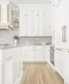 White and grey and gold kitchen– South Shore Decorating Blo… Weekend Eye Candy. White and grey and Farmhouse Style Kitchen, Modern Farmhouse Kitchens, Home Decor Kitchen, New Kitchen, Kitchen Sink, Kitchen Ideas, Kitchen White, Brass Kitchen, Kitchen Inspiration