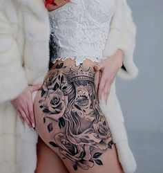 tatuajes de catrinas con rosas en la pierna