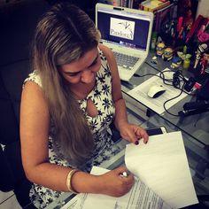Assinatura do contrato com a Editora Pandorga... Muito feliz...