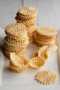 Pinter said: Saving room for dessert: Pizzelles. Have you ever had a pizzelle? My mom used to make these cookies and I'm so glad I found her old recipe! Pizzelle Cookies, Cupcake Cookies, Cupcakes, Cookie Flavors, Cookie Desserts, Cookie Recipes, Dessert Recipes, Cookie Table, Gastronomia