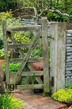 old gate brick path entrance   Design: Geoffrey Whiten RHS Chelsea Flower Show 2007 UK Marcus Harpur