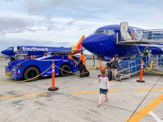 Go inside a flight island-hopping in Hawaii from Honolulu to Kona with Southwest Airlines and see how the low-cost carrier operates in the Aloha State. Southwest Airlines, Hawaiian Islands, Airports, Big Island, Kauai, Baggage, Apron, Aviation, Monster Trucks