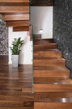 Corredor, hall e escadas Moderno por BRODA schody-dywanowe