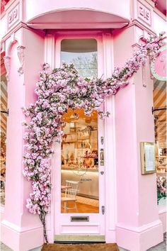 So this weekend I discovered a second Peggy Porschen Cakes shop in Chelsea 🙈 Yey for yet another cute shop in London 💕 Hope you're all… Boutique Interior, Cafe Interior Design, Cafe Design, Pretty Little, Pretty In Pink, Peggy Porschen Cakes, Pink Cafe, Cafe Exterior, Chelsea Garden