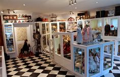This collection includes reknowned high value such as the French les belles Parisiennes ; the Germans Dolls, ; the Americans Marta Chase, English wax dolls, dolls to name just a few. Boudoir, Classic Collection, Antique Dolls, Vintage Toys, Photo Wall, Gallery Wall, Miniatures, Organization, Antiques