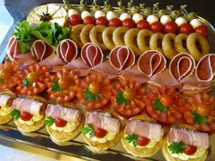 Jamie Ross's media content and analytics Finger Food Appetizers, Finger Foods, Appetizer Recipes, Fingerfood Party, Romantic Dinner Recipes, Party Buffet, Veggie Tray, Brunch Party, Appetisers