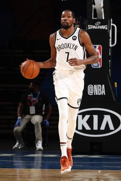 Kevin Durant Basketball, Durant Nba, Basketball Photography, Brooklyn Nets, Kyrie Irving, Hoop, Slim, Pictures, Fashion