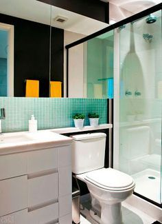 .Mirrors all the way to shower, cool for small bathroom,