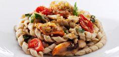 M<3 Il luogo di Aimo e Nadia | Milano | Fusilli con tartufi di mare, cozze tarantine, pomodori pugliesi e pane di Fobello croccante