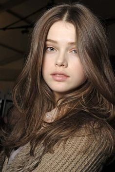 Gray-brown hair color example: Julia Saner Once in a while not be able to visit Grey Brown Hair, Girl With Brown Hair, Light Brown Hair, Brown Hair Colors, Girl Face, Woman Face, Julia Saner, Brunette Color, Pretty Face